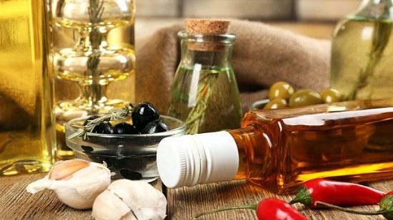 طرق طبيعية من زيت الزيتون للعناية بالشعر