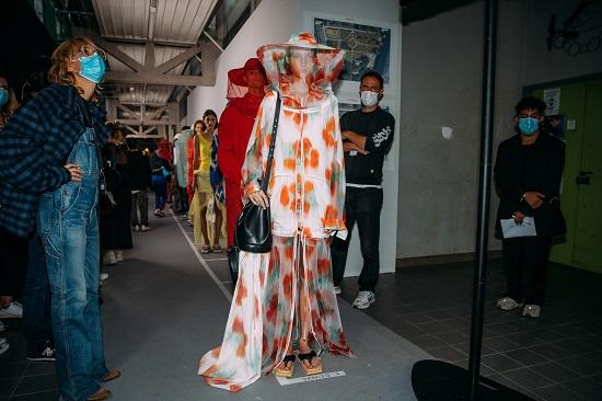 كواليس عرض أزياء Kenzo (1)