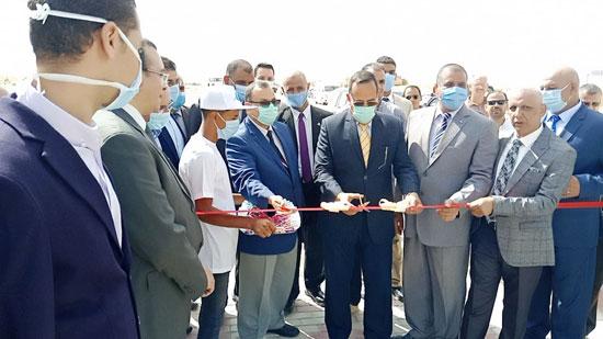 محافظ شمال سيناء يفتتح 3 محطات لتحلية المياه (1)