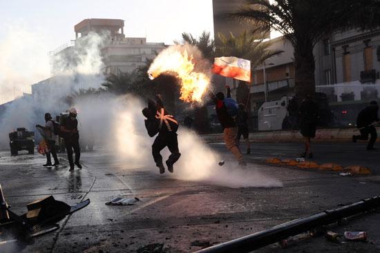 كر وفر بين المحتجين وقوات الامن فى تشيلى (3)