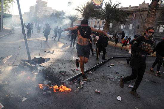 كر وفر بين المحتجين وقوات الامن فى تشيلى (2)