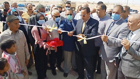 محافظ شمال سيناء يفتتح 3 محطات لتحلية المياه (2)