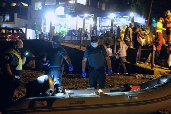 السلطات الاسبانية تضبط زورق كان يقل بعض المهاجرين