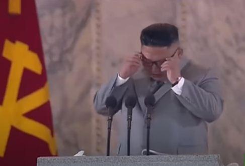 بكاء زعيم كوريا الشمالية