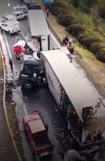 تصادم السيارات على الطريق