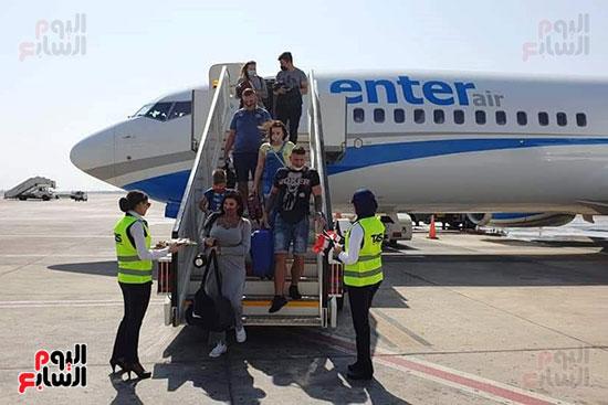 مطار شرم الشيخ الدولى يستقبل رحلة قادمة من بولندا (1)