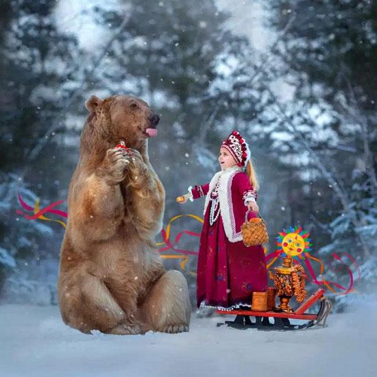 دب روسى مع طفلة روسيه