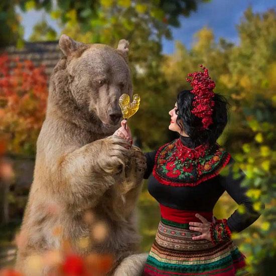 الدب الروسى مع إحدى جميلات روسيا