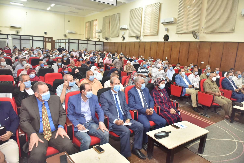 محافظ أسيوط يترأس اجتماعًا تنسيقيًا استعدادًا للعام الدراسي الجديد (9)