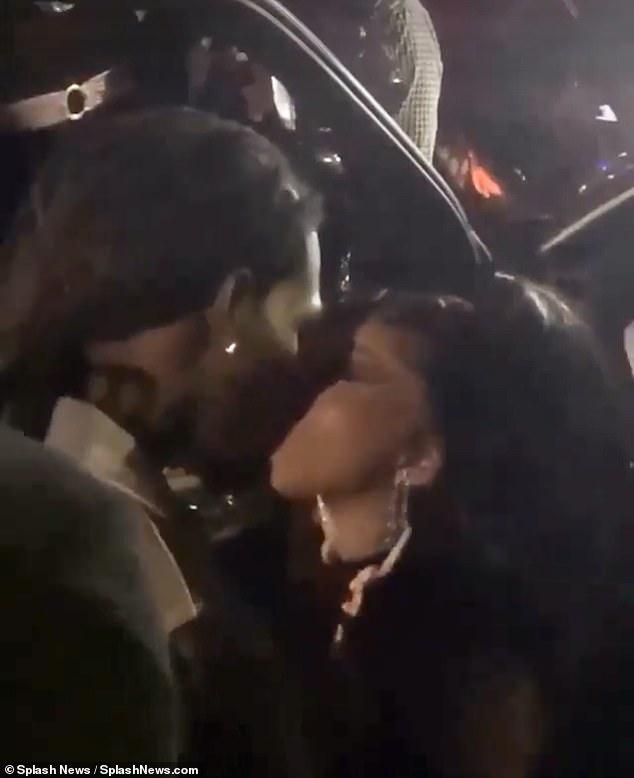 قبلة كاردي بي و أوفست