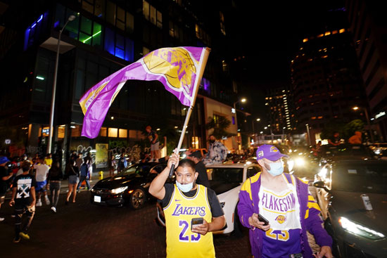 2020-10-12T055209Z_1657555253_NOCID_RTRMADP_3_NBA-LOS-ANGELES-LAKERS-WATCH-PARTY
