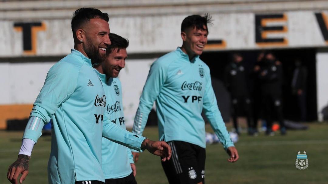 إبتسامة ميسي وأوتامندي فى مران الأرجنتين