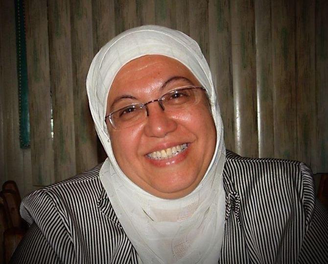 الدكتورة منى الشحات