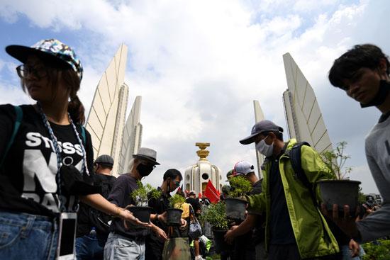عدد من المحتجين