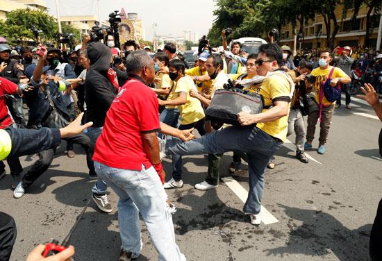 اشتباكات بين الشرطة والمتظاهرين فى بانكوك