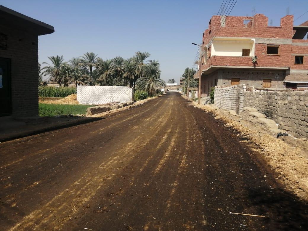 رئيس مدينة الطود يتابع المشروعات القومية ورصف طرق الندافين وترعة المعلا  (1)