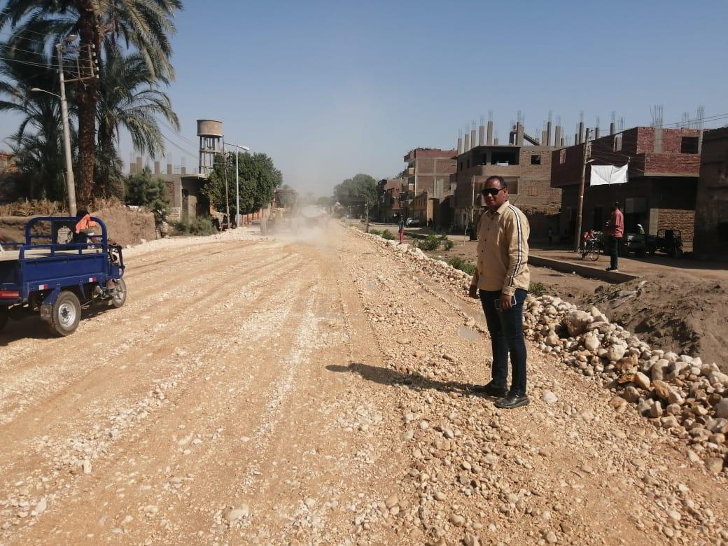 رئيس مدينة الطود يتابع المشروعات القومية ورصف طرق الندافين وترعة المعلا  (3)