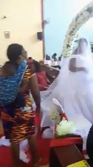 المرأة تقتحم حفل الزفاف