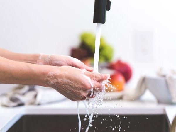 غسل اليدين حتى المعصم