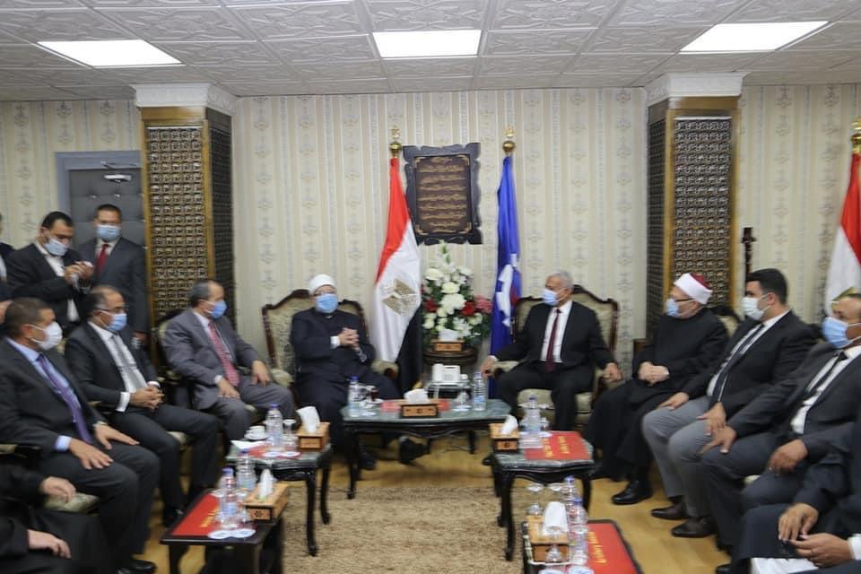 محافظ السويس يستقبل وزير الأوقاف ومفتى الجمهورية لافتتاح 5 مساجد (1)