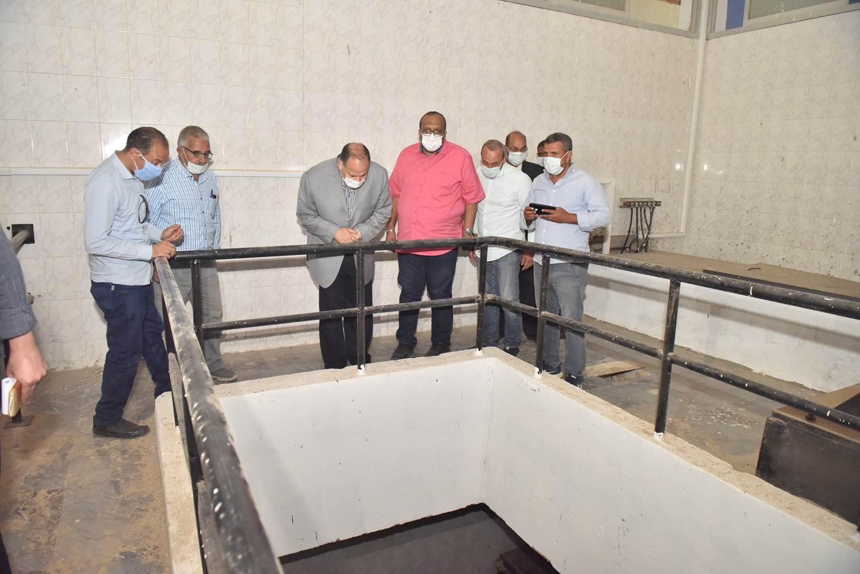 محافظ أسيوط يتفقد محطة معالجة صرف صحى منفلوط  (9)