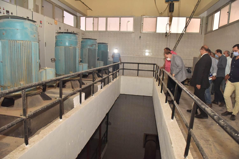 محافظ أسيوط يتفقد محطة معالجة صرف صحى منفلوط  (4)