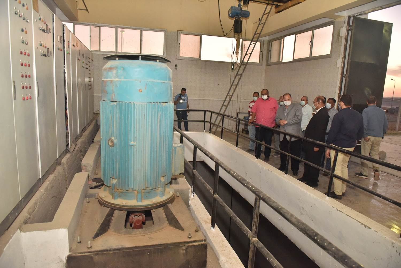 محافظ أسيوط يتفقد محطة معالجة صرف صحى منفلوط  (6)