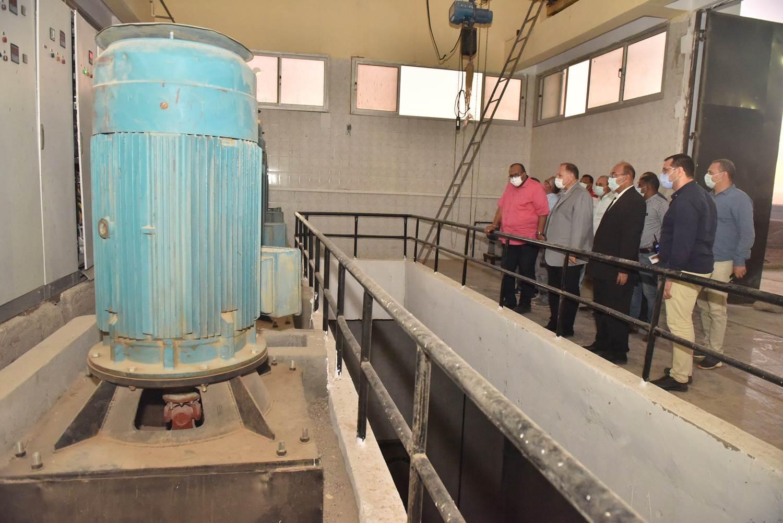 محافظ أسيوط يتفقد محطة معالجة صرف صحى منفلوط  (5)