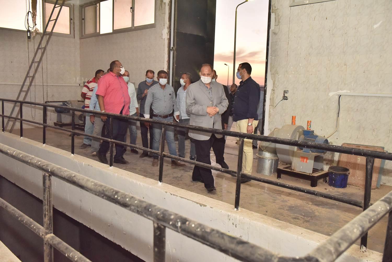 محافظ أسيوط يتفقد محطة معالجة صرف صحى منفلوط  (7)
