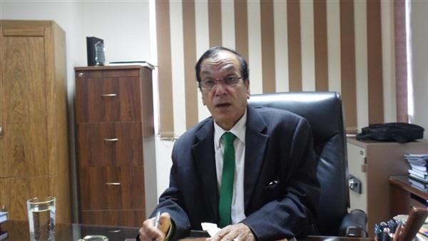 الدكتور عبد المطلب عبد الحميد أستاذ الاقتصاد بأكاديمية السادات