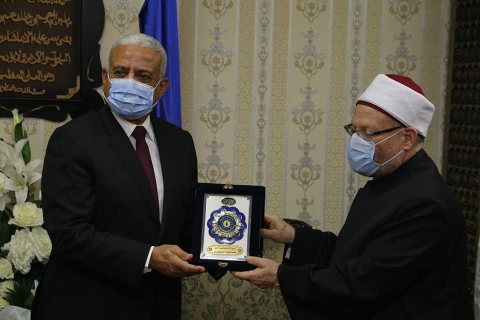محافظ السويس يستقبل وزير الأوقاف ومفتى الجمهورية لافتتاح 5 مساجد (4)