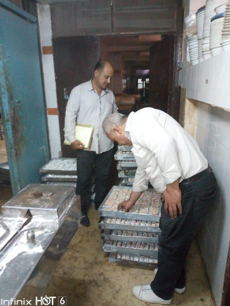 غلق 25 منشأة غذائية غير مرخصة والتحفظ على 474 عبوة دواء مخالفة بالشرقية (2)