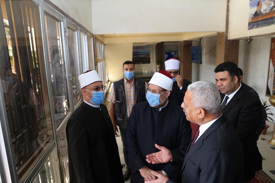 محافظ السويس يستقبل وزير الأوقاف ومفتى الجمهورية لافتتاح 5 مساجد (6)