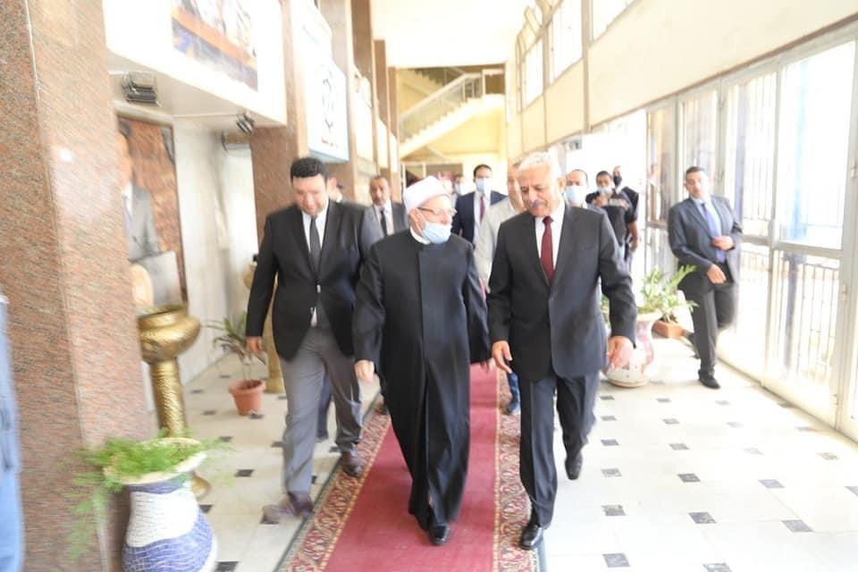 محافظ السويس يستقبل وزير الأوقاف ومفتى الجمهورية لافتتاح 5 مساجد (8)