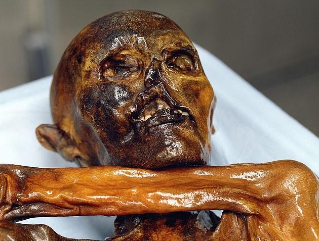 العثور على جثة إنسان بدائى