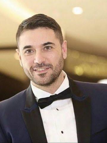 الفنان أحمد عز
