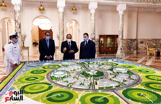 الرئيس السيسي مع الدكتور مصطفى مدبولي واللواء محمود توفيق وزير الداخلية (1)
