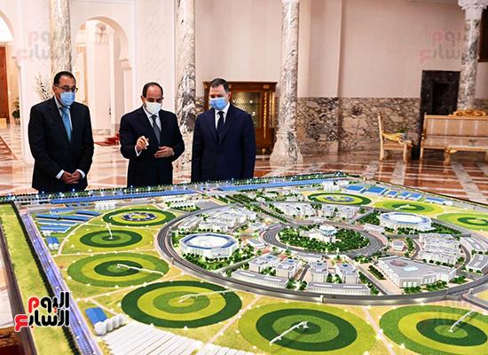 الرئيس السيسي مع الدكتور مصطفى مدبولي واللواء محمود توفيق وزير الداخلية (2)