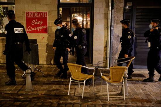 الشرطة تفرض حظر التجوال