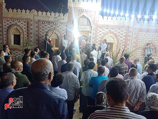 وصول جثمان والدة الشهيد أحمد منسى  (3)