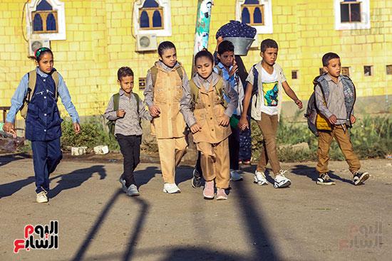 الطلاب فى اول يوم دراسه
