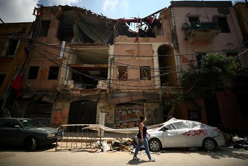 حطام بيت بعد انفجار بيروت