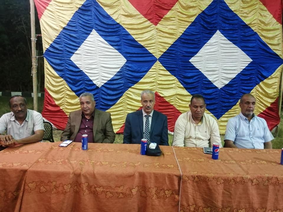 مدير تعليم الأقصر ورئيس مدينة الطود يشاركان بتكريم أوائل طلبة الثانوية  (4)