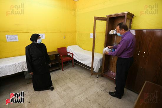 غرفه لعزل الطالبات المصابات بالفيرس