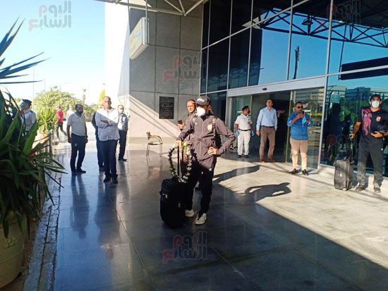 بعثة الأهلى تصل القاهرة قادمة من المغرب (3)