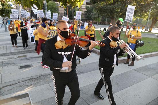 احتجاج بعزف الموسيقى فى امريكا