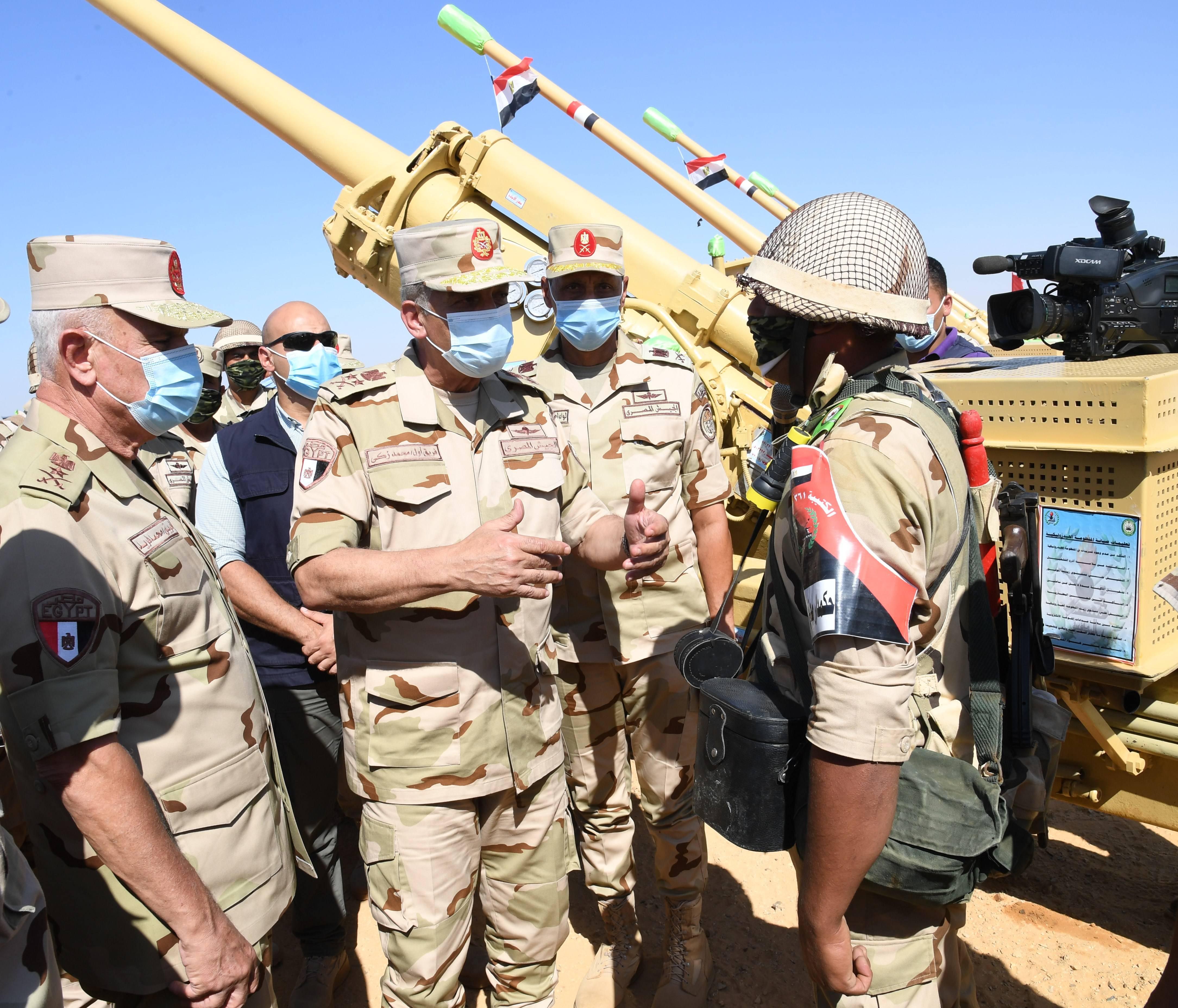 وزير الدفاع يتفقد إجراءات تفتيش الحرب لإحدى تشكيلات الجيش الثالث الميدانى (7)