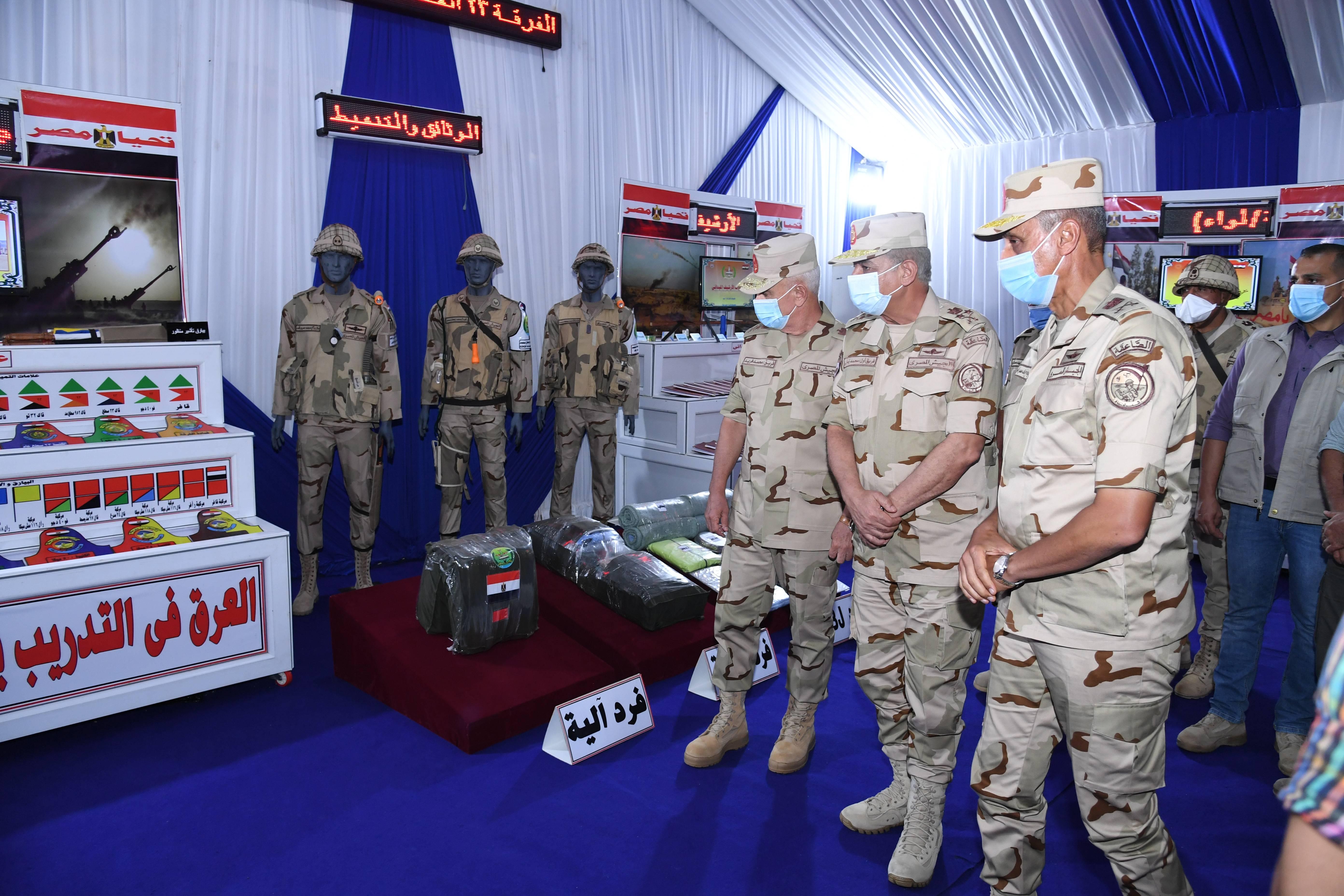 وزير الدفاع يتفقد إجراءات تفتيش الحرب لإحدى تشكيلات الجيش الثالث الميدانى (5)