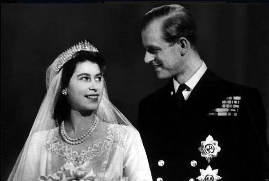 الملكة اليزابيث وزوجها الامير فيليب