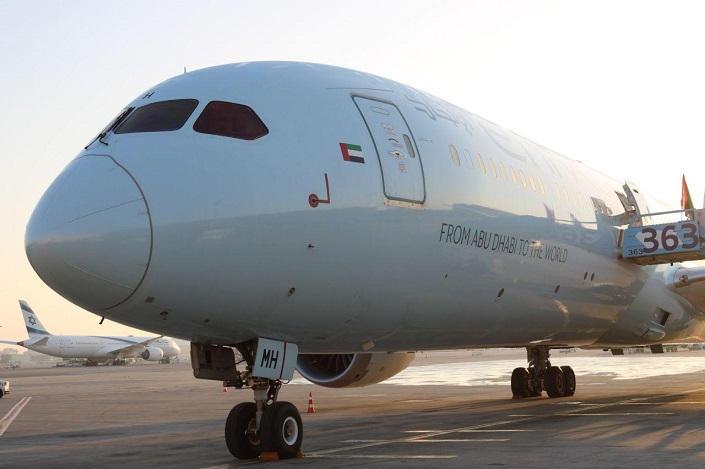 62-145511-israeli-first-emirati-plane-ben-gurion-airport-4